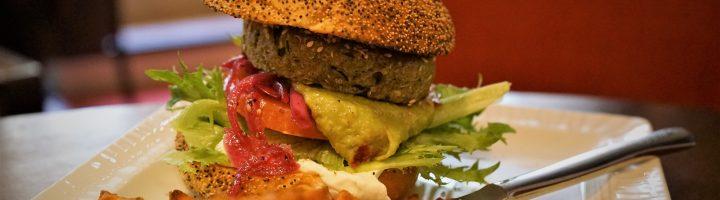 Juttutuvan vegaaninen burger